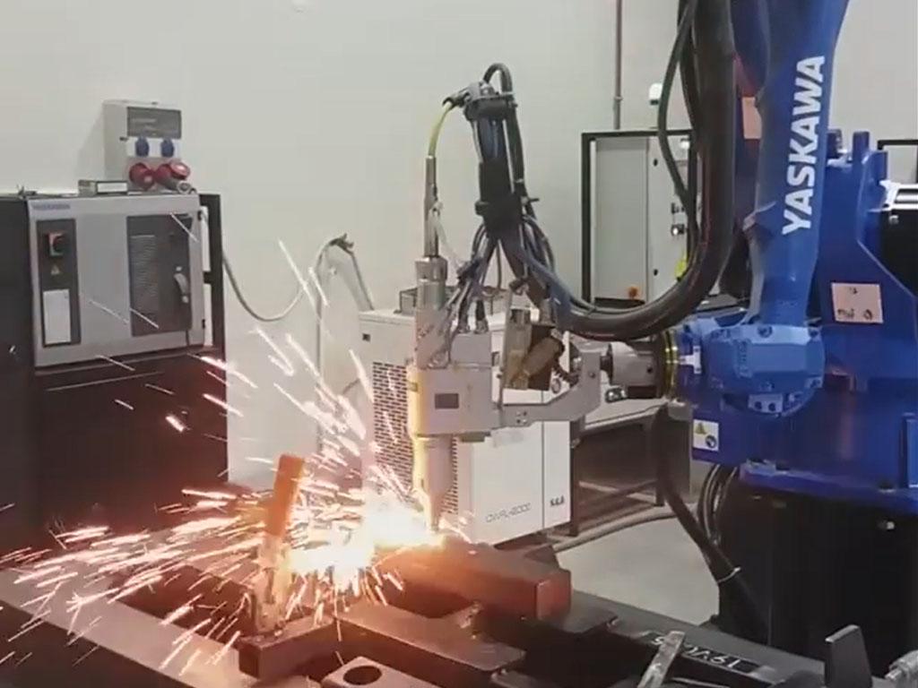 برش لیزری رباتیک